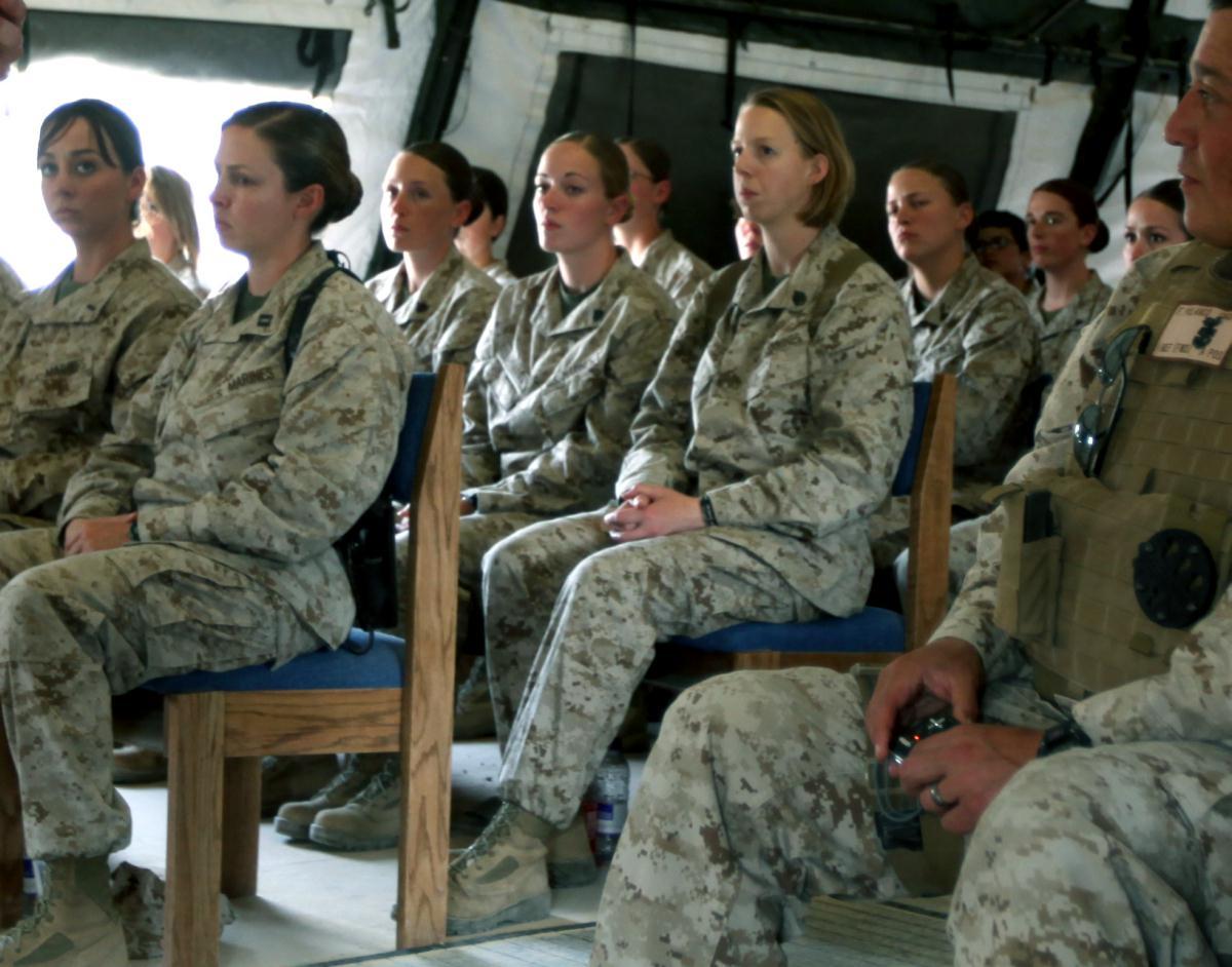 Смотреть порно солдаты и девочка 6 фотография