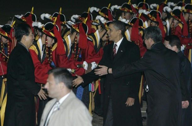 pict49 - US President visiting Asia.